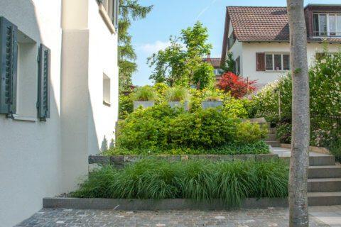Familiengarten-Pflästerung-Pflasterstein-Natursteinmauern