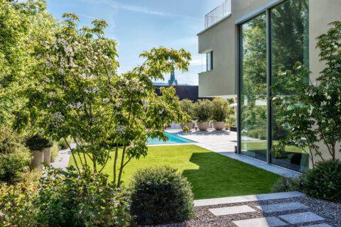 Garten-mit-Swimming-Pool-5
