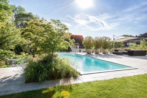Garten-mit-Swimming-Pool-7