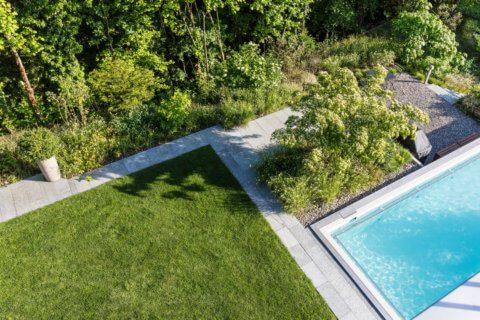 Garten-mit-Swimming-Pool-8