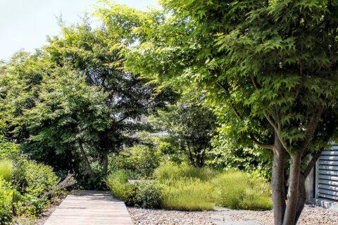 Privatgarten-mit-Holzdeck-6
