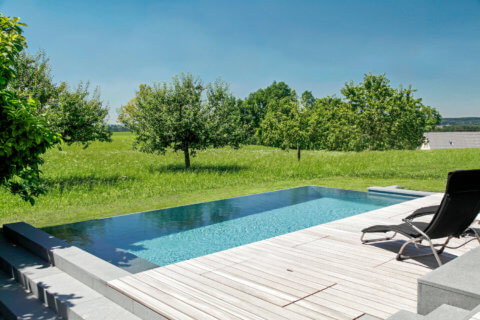 Infinity-Swimming-Pool-Garten-1