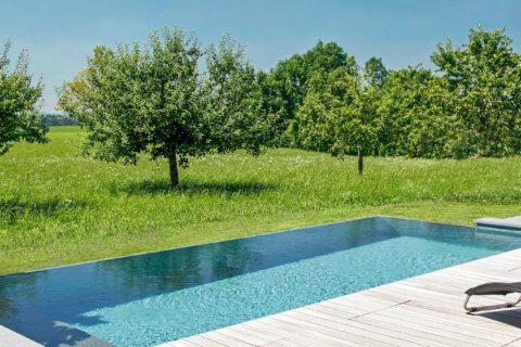 Infinity-Swimming-Pool-Garten-Titel