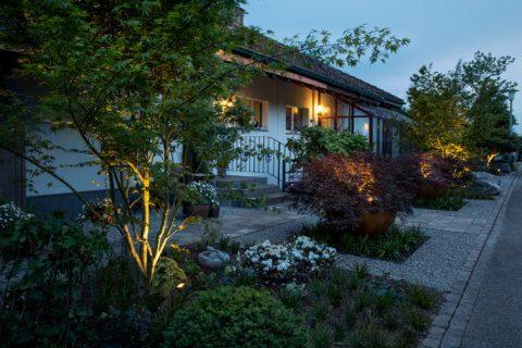 Moderner-Vorgarten-Garten-Beleuchtung
