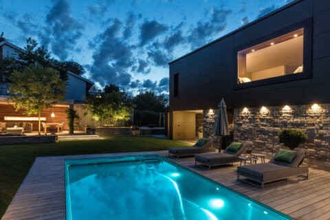 Moderne-Gartengestaltung-Zürich-Swimming-Pool-11-Gartenbeleuchtung