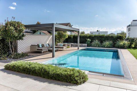 Wohnlicher-Garten-mit-Pool-1