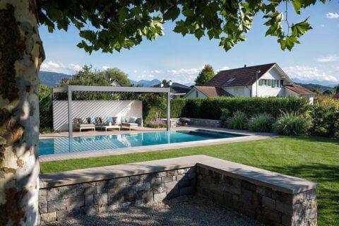 Wohnlicher-Garten-mit-Pool-8
