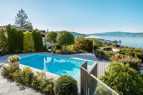 Garten-mit-Pool-und-Seesicht-4