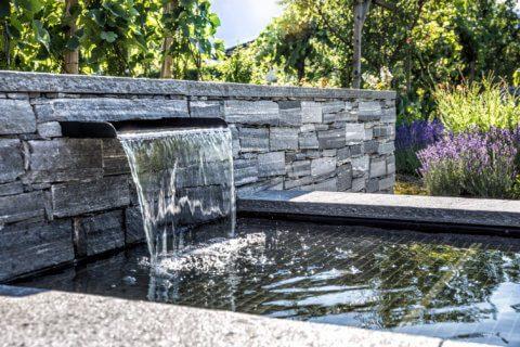 Brunnen aus Naturstein