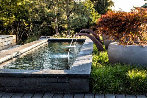 Mystische Gartengestaltung mit Brunnen