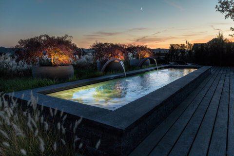 Brunnen bei Nacht
