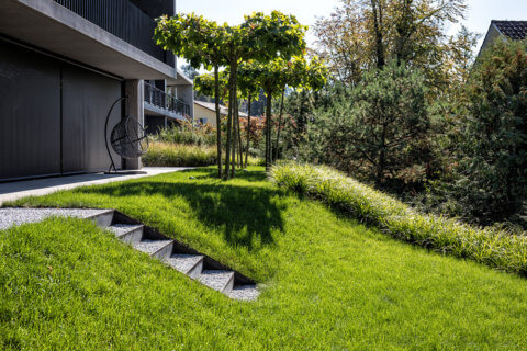 Privatgarten-an-Hanglage-9