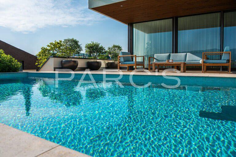 gartengestaltung-mit-weitblick-und-pool