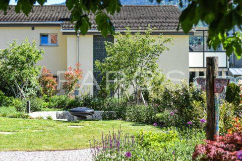 moderner-familiengarten-mit-naturpool-parcs-gartengestaltung-5