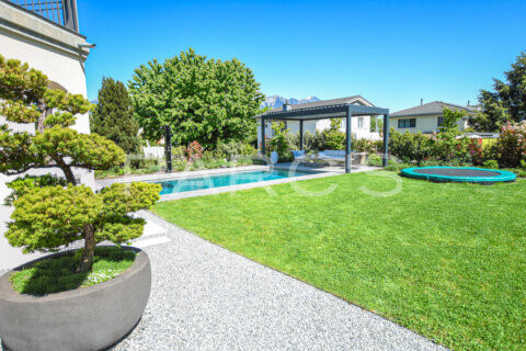 moderner-familiengarten-mit-naturpool-parcs-gartengestaltung-9