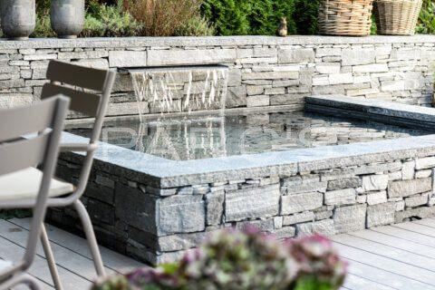 kleiner-terrassengarten-terrasse-mit-brunnen-parcs-gartengestaltung-3