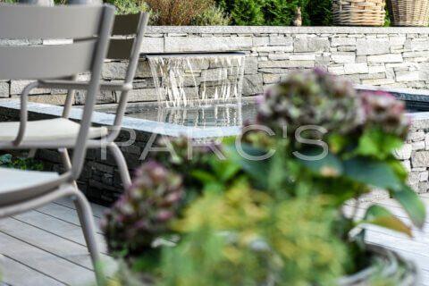 kleiner-terrassengarten-terrasse-mit-brunnen-parcs-gartengestaltung-4