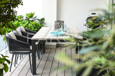 kleiner-terrassengarten-terrasse-mit-brunnen-parcs-gartengestaltung-9